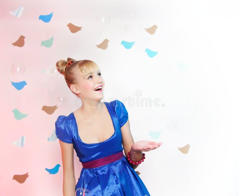 Junges glückliches Mädchen stockfoto