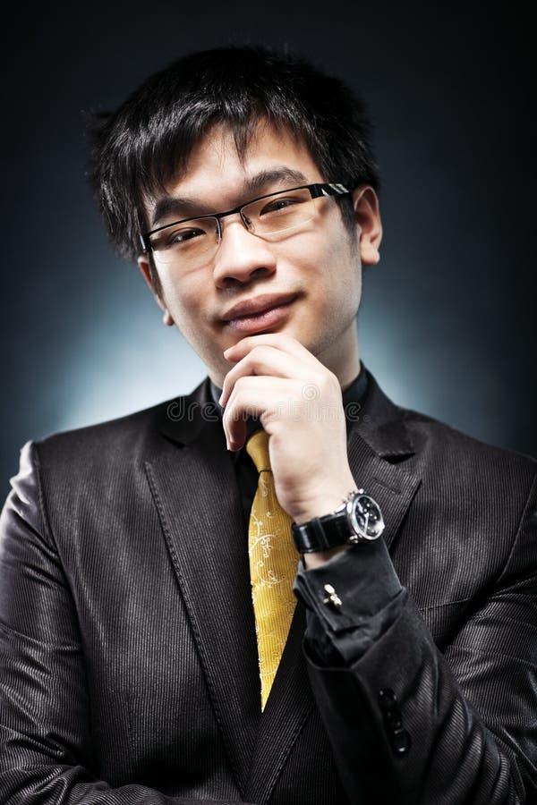 Junges Japan-Geschäftsmannportrait lizenzfreies stockbild