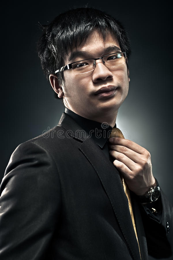 Junges Japan-Geschäftsmannportrait lizenzfreie stockfotografie