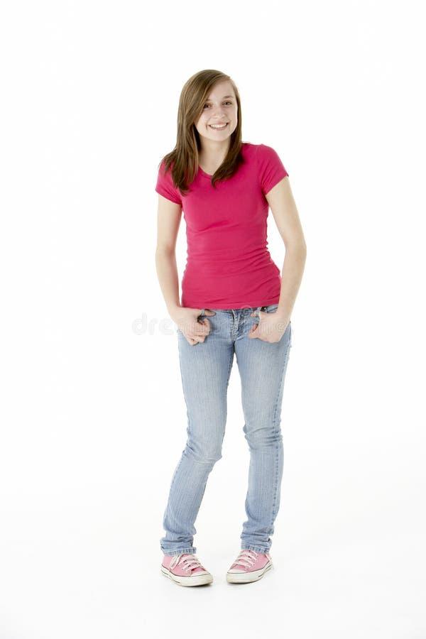 Junges Mädchen, das im Studio steht lizenzfreie stockbilder