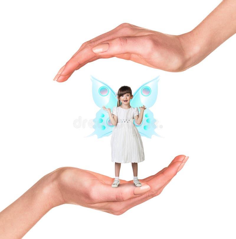Junges Mädchen in den Händen stockfotografie