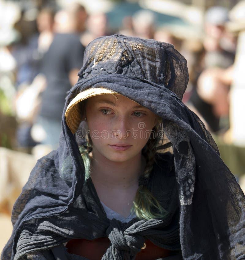 Junges Mädchen in der Renaissancekleidung lizenzfreies stockfoto