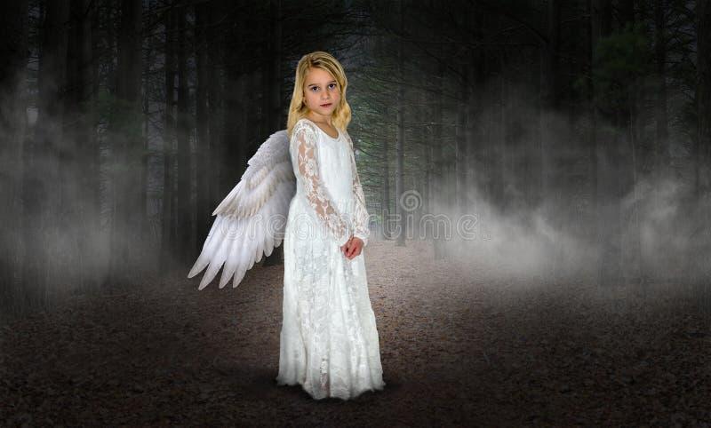 Junges Mädchen-Engel, Himmel, Religion lizenzfreie stockfotos