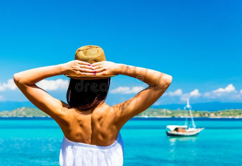 Junges Mädchen in Griechenland lizenzfreie stockfotos