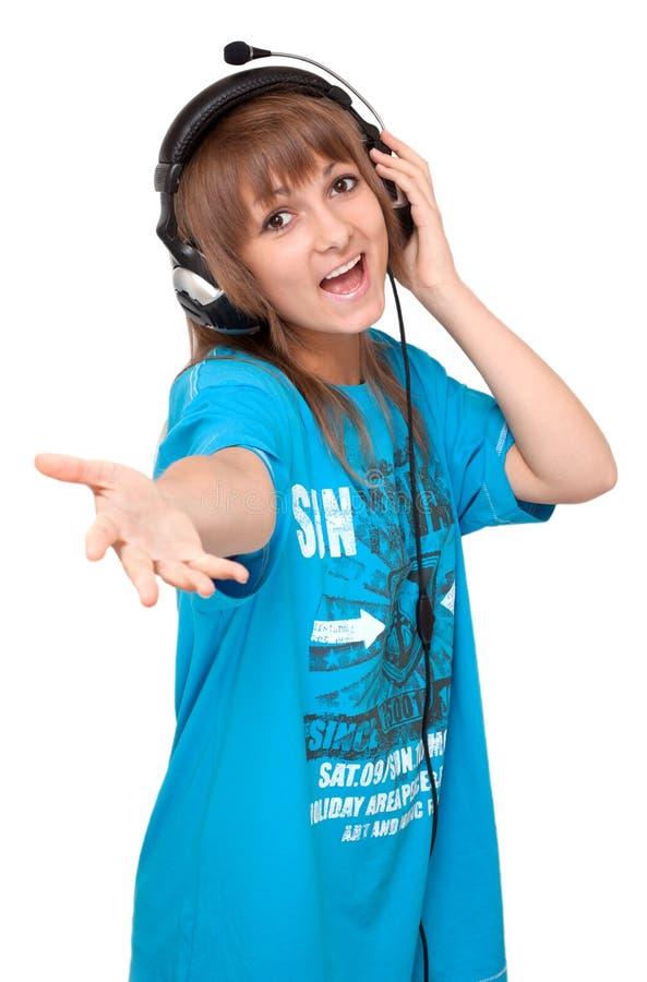 Junges Mädchen im Kopfhörer singt lizenzfreie stockbilder