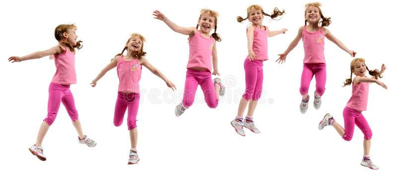 Junges Mädchen im rosafarbenen Tuch lizenzfreies stockbild
