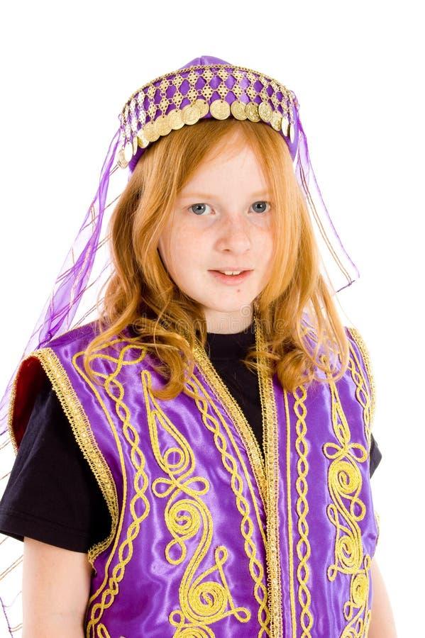 Junges Mädchen kleidete oben in einer arabischen Klage an lizenzfreie stockfotografie