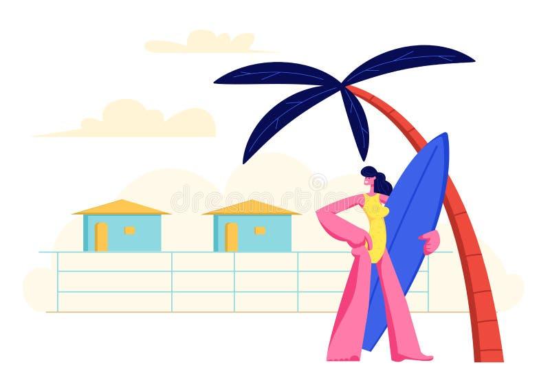 Junges M?dchen mit Brandungs-Brett in den H?nden, die auf Sandy Beach unter Palme auf Erholungsort stehen, bringt Hintergrund unt lizenzfreie abbildung