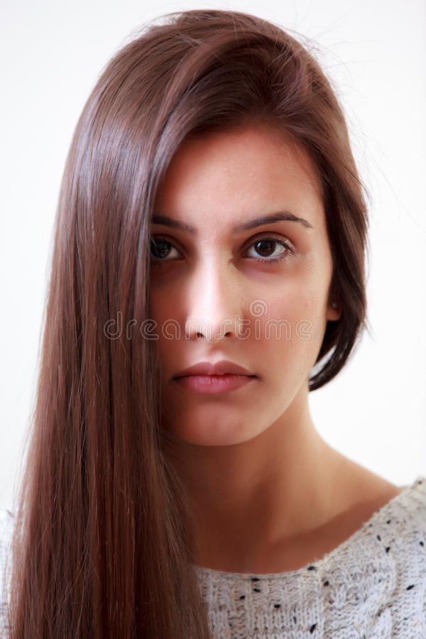 Junges Mädchen mit dem langen Haar stockfotografie