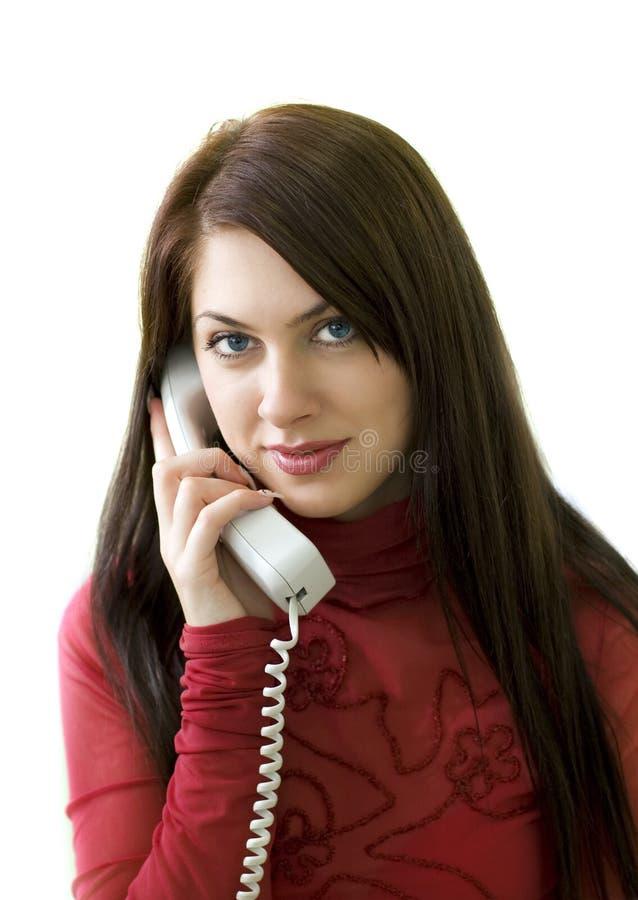 Junges Mädchen mit dem Telefon stockfoto