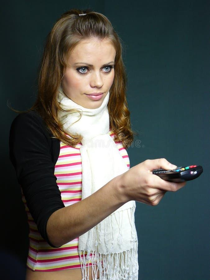 Junges Mädchen mit einem Fernsteuerungspanel lizenzfreie stockbilder