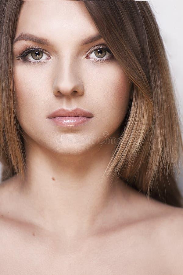 Junges Mädchen mit gesunder Haut lizenzfreies stockbild
