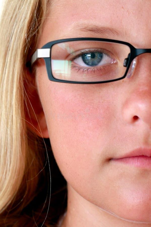 Junges Mädchen mit Gläsern   stockbilder