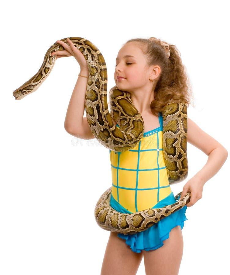 Junges Mädchen mit Haustierschlange lizenzfreies stockbild