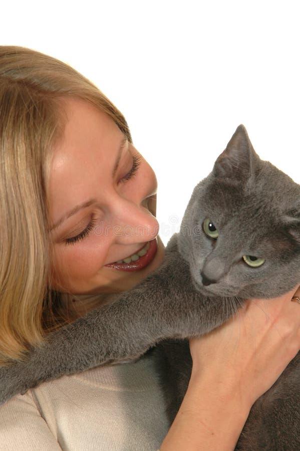 Junges Mädchen mit Katze lizenzfreies stockbild