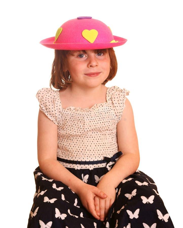 Junges Mädchen mit rosafarbenem Hut lizenzfreie stockfotos