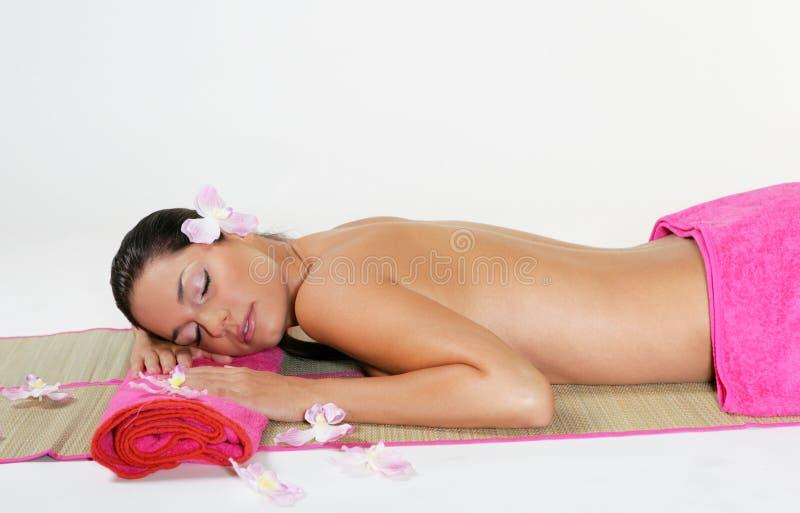 Junges Mädchen mit rosafarbenem Tuch lizenzfreie stockfotografie