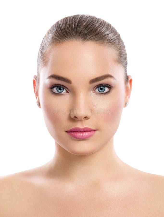 Junges Mädchen mit sauberer Haut auf hübschem Gesicht lizenzfreie stockfotos
