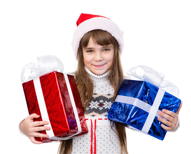 Junges Mädchen in rotem Sankt-Hut, der Geschenkboxen hält lizenzfreie stockbilder