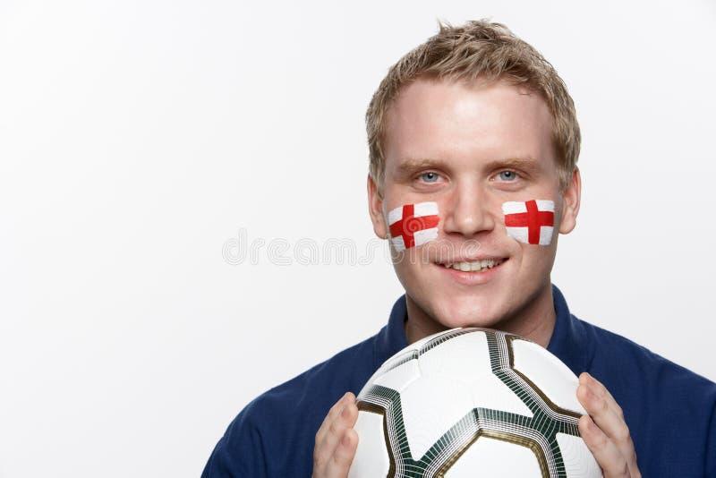 Junges männliches Fußballfan mit Markierungsfahne Str.-Georges lizenzfreie stockbilder