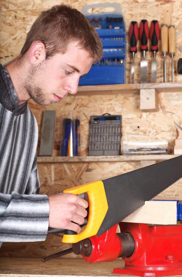 Junges männliches sawinh lizenzfreies stockbild