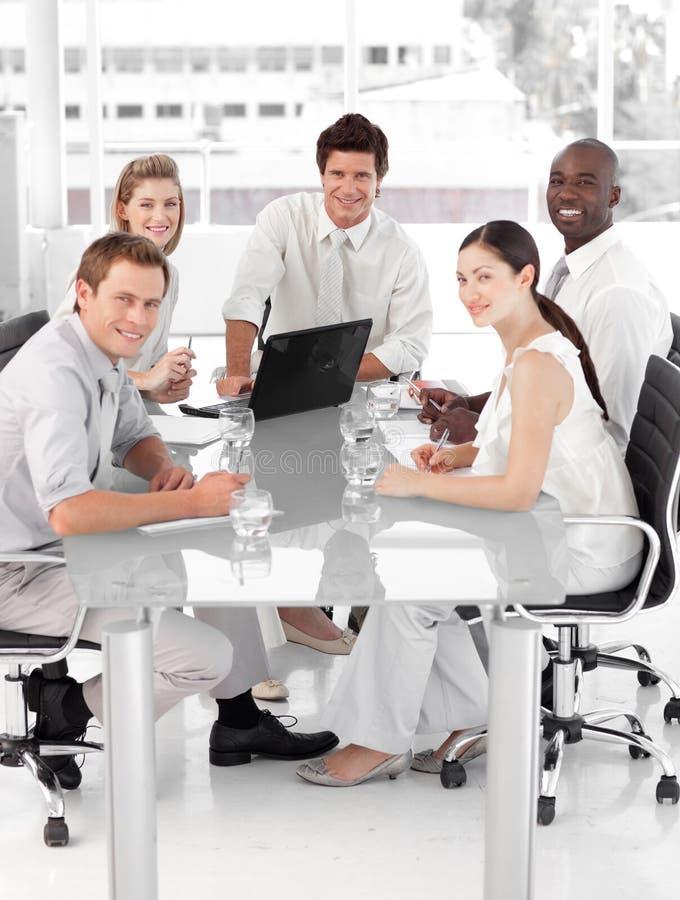 Junges multi Culutre Geschäfts-Team lizenzfreie stockbilder