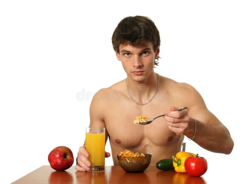 Junges muskulöses Fleisch fressendes sein Frühstück stockfotografie