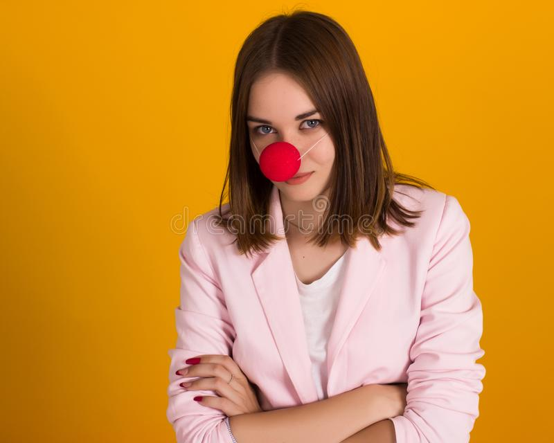 Junges nettes Mädchen als Clown, Studio lizenzfreies stockfoto