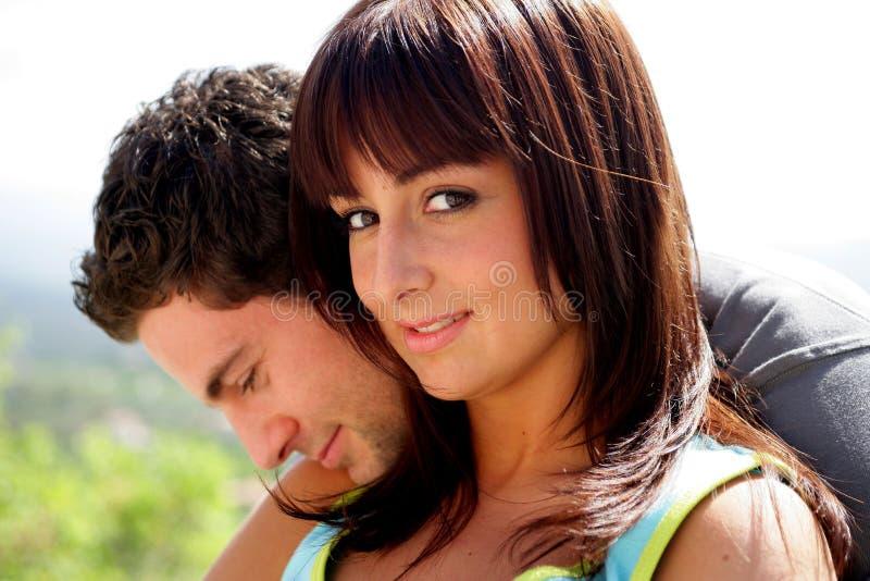 Download Junges Paarportrait stockbild. Bild von brunette, lächeln - 9085567