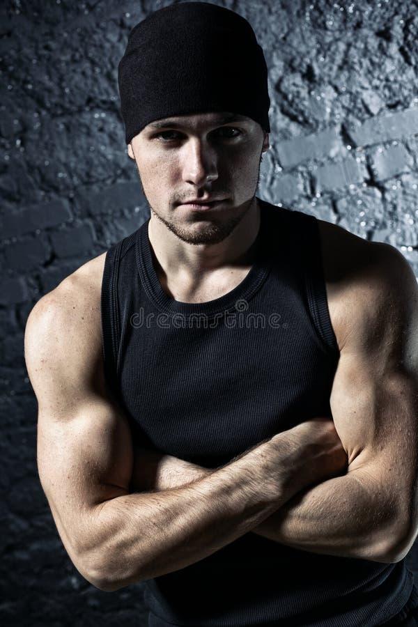 Junges Portrait des starken Mannes stockbilder