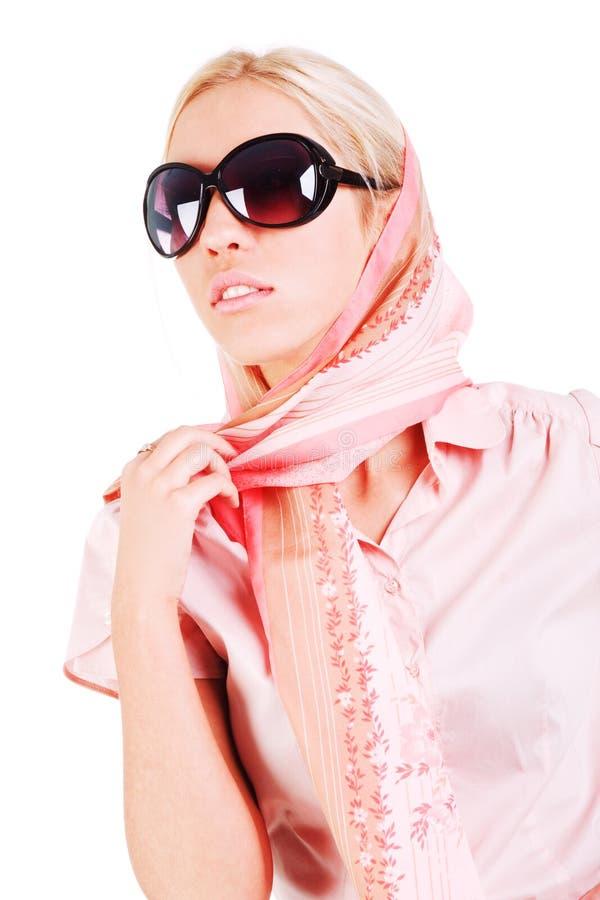 Junges reizend Mädchen in einem Schal und in den Sonnenbrillen stockbilder