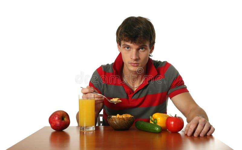Junges reizvolles Fleisch fressendes sein Frühstück stockbild