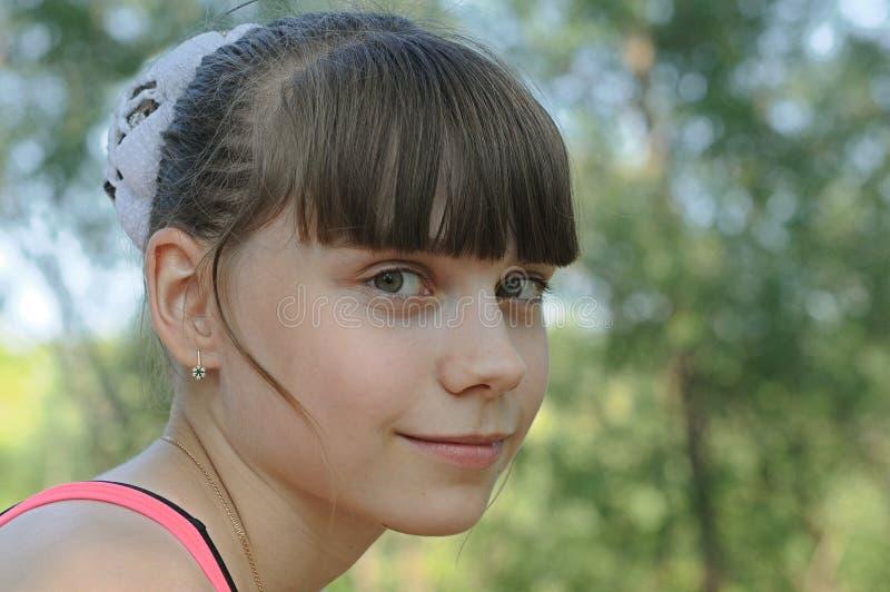 Junges schönes attraktives Mädchen lizenzfreie stockfotografie