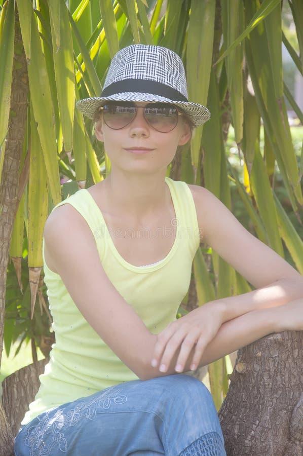 Junges schönes Mädchen lizenzfreies stockfoto