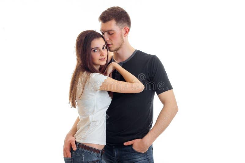 Junges schönes Mädchen haftete an, um ihren Freund zu schultern lizenzfreies stockfoto