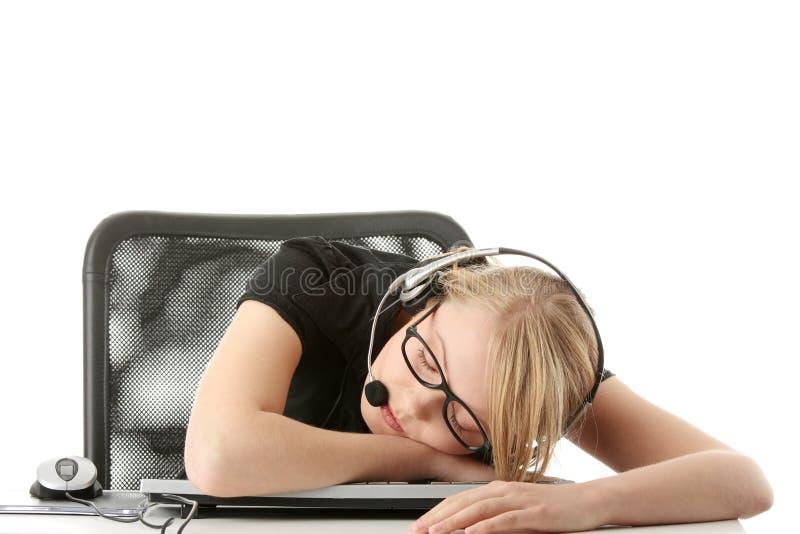 Junges schönes Mädchen im Kopfhörer lizenzfreies stockfoto