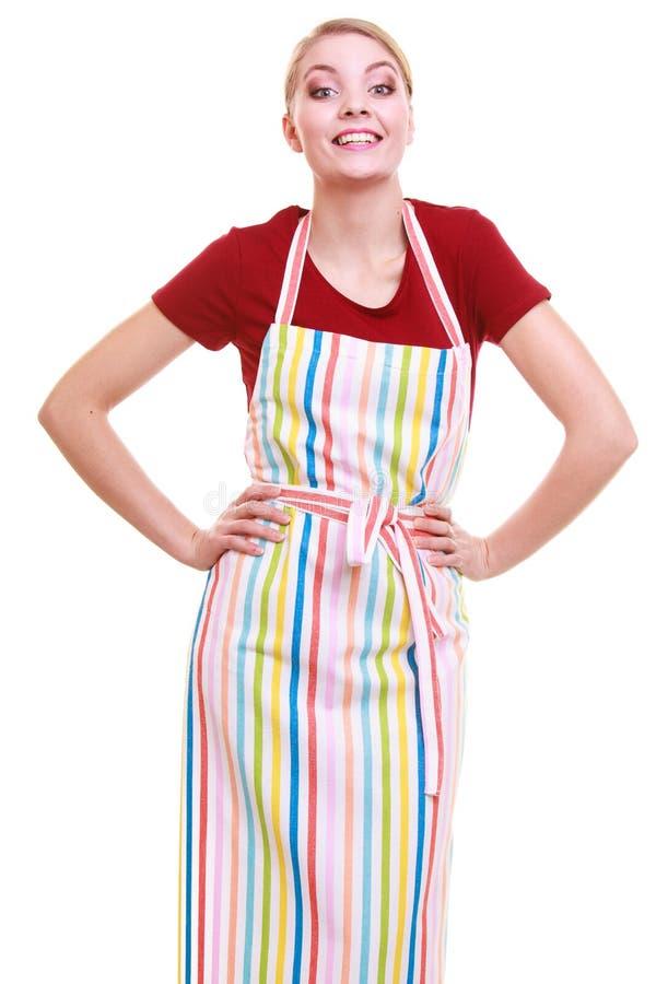 Junges tragendes Küchenschutzblech der Hausfrau oder des barista lokalisiert lizenzfreies stockfoto