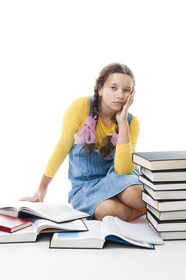 Junges trauriges Jugendlichmädchen ermüdete vom Lernen stockbilder