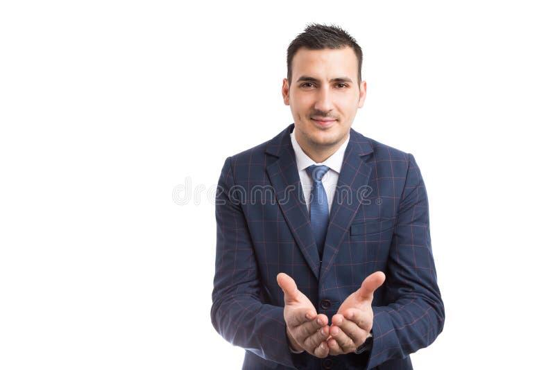 Junges Verkäufer- oder Immobilienagenturhändchenhalten toghether forw stockbild