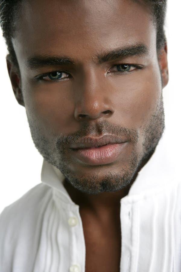 Junges vorbildliches Portrait des Afroamerikaners lizenzfreies stockfoto