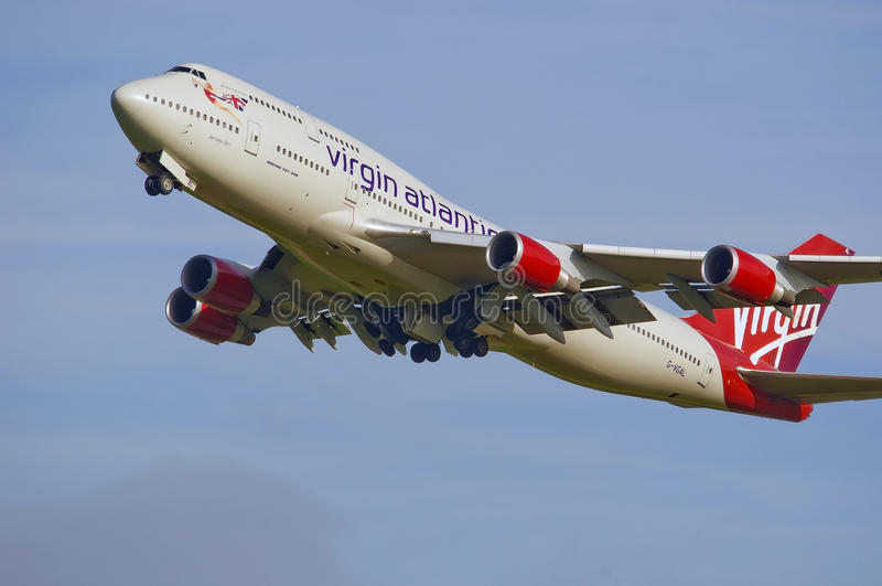 Jungfrau-atlantischer Tunnel-bohrwagen 747 stockbild