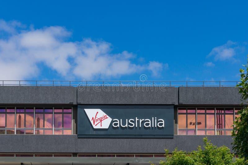Jungfrau-Australien-Fluglinienfördermaschinenanschluß in Melbourne-Flughafen stockbilder