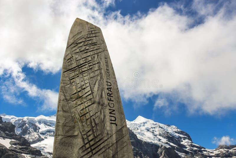 Jungfrau Eiger går i de schweiziska bergen, Grindelwald, Schweiz royaltyfria bilder