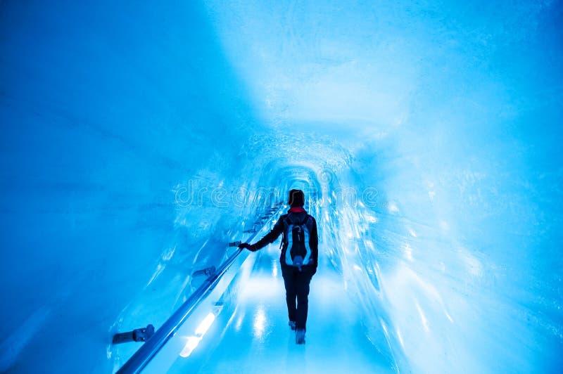 Jungfrau isslott, isgrotta på Jungfraujoch royaltyfri foto