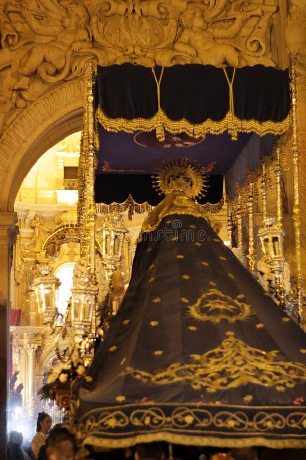 Jungfrau Maria in der Prozession in der Karwoche in Elche stockbilder
