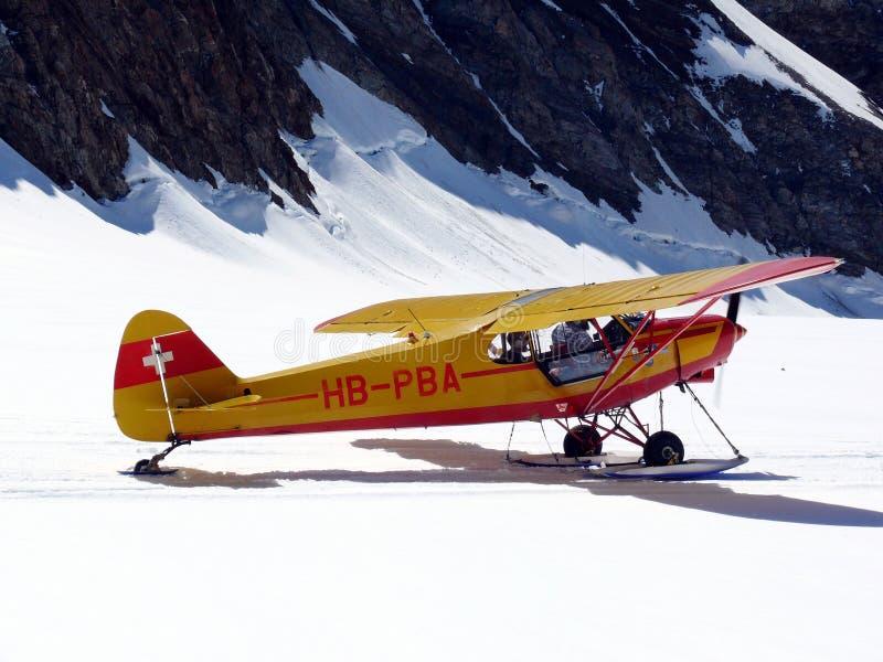Jungfrau, Switzerland 08/06/2009 Plano aterrado no jungfrauj foto de stock