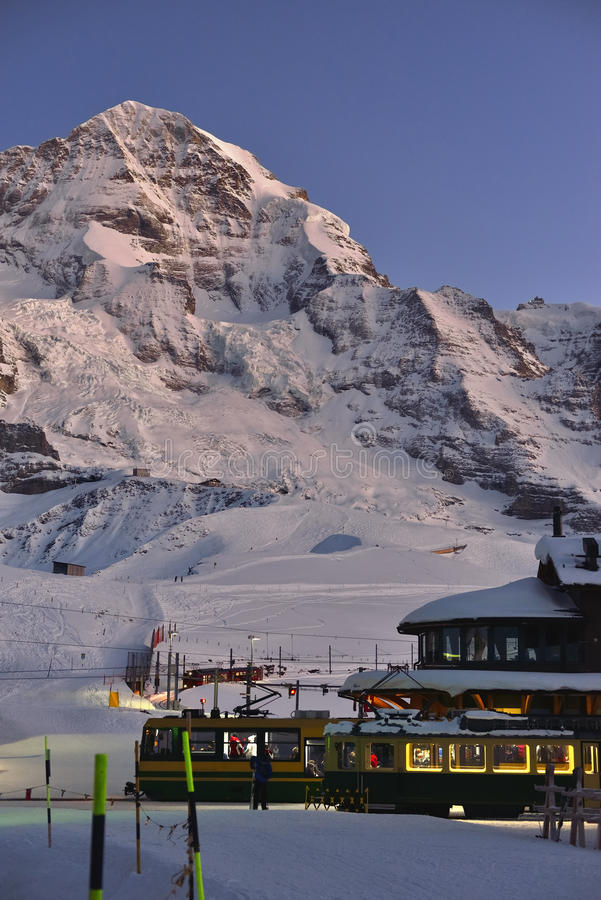 Jungfraubahn en Jungfrau-berg in Kleine Scheidegg, Zwitserse Alpen stock afbeeldingen