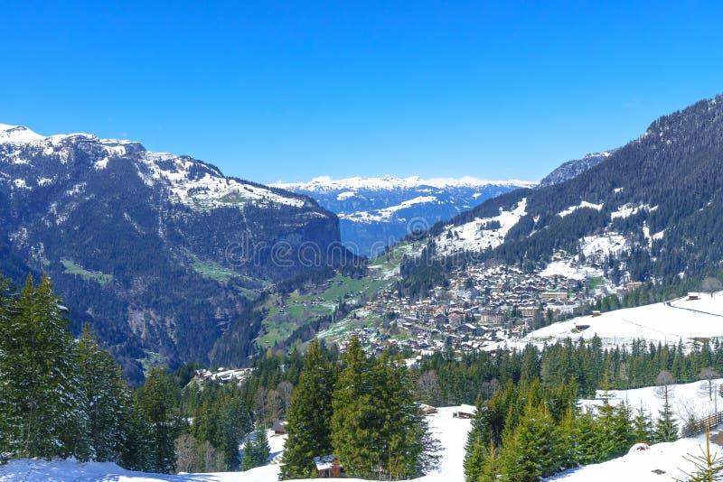 Jungfraujoch, Zwitserland - April 29, 2017: Beroemd dorp Wenge stock foto's