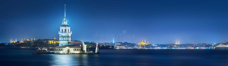 Jungfru- torn i den Bosphorus kanalen Istanbul, Turkiet arkivbild