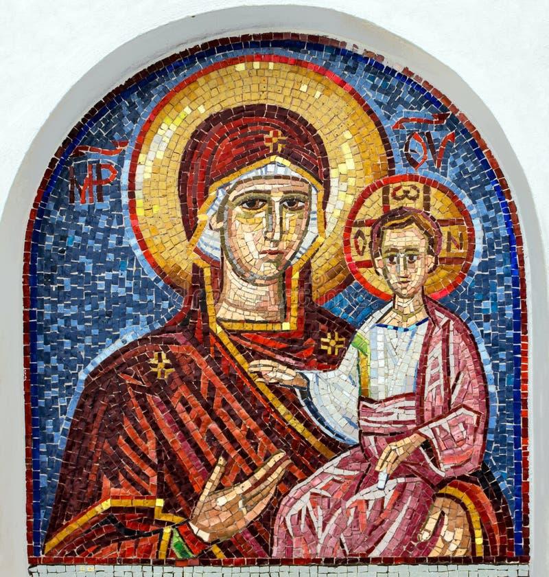 Jungfruliga Mary - mosaiksymbol i den steniga serbiska ortodoxa kristen mo arkivbild